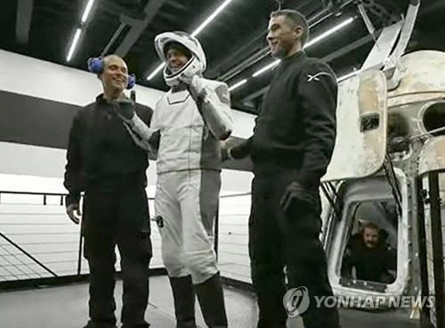 """매일 지구 15바퀴…스페이스X 관광객이 전한 우주 """"굉장한 놀이였다"""""""